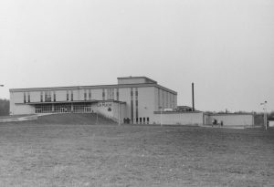 L'école La Ruche, construite en 1974, faisait le bonheur des sportifs - Fonds Bibliothèque Memphremagog. La Société d'Histoire de Magog