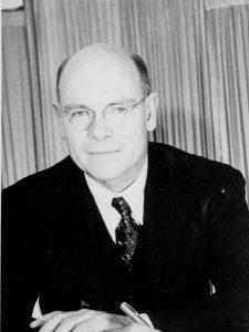 L'Adams memorial est crée en l'honneur de Marston E. Adams, un homme important dans l'histoire de Magog. Le voici en 1947 - Fonds Famille Merry. La Société d'histoire de Magog