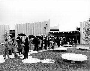 Le pavillon l'Homme et la musique a été présenté à l'Expo 67 de Montréal. Fond Centre d'arts Orford. La Société d'histoire de Magog